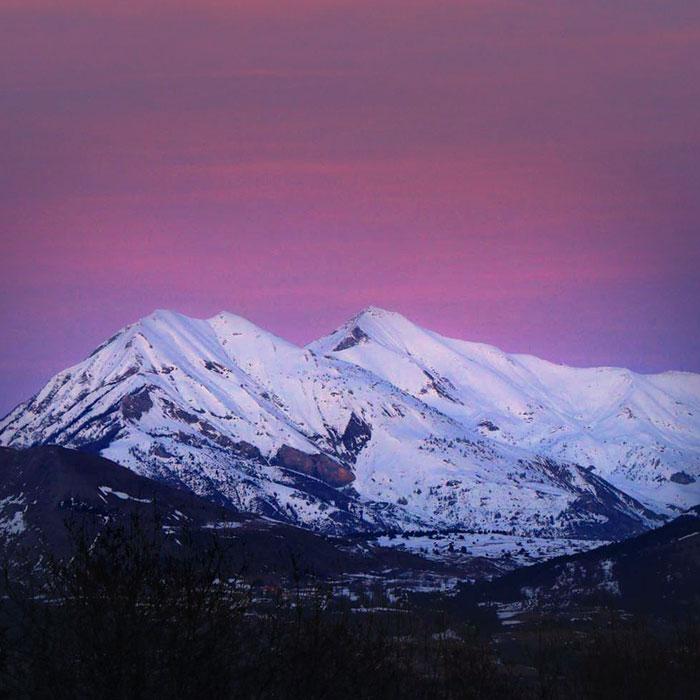 photo de paysage des montagnes des hautes alpes