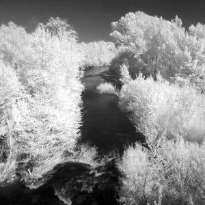 Photo infrarouge de l'orbieu à Fabrezan dans les Corbières