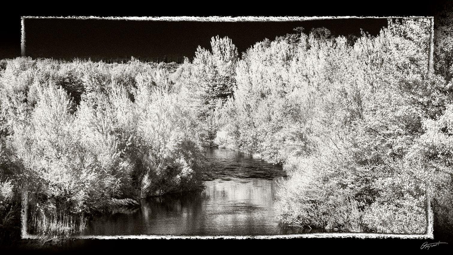 Photo infrarouge Noir et blanc del'Orbieu à Ferrals dans l'Aude